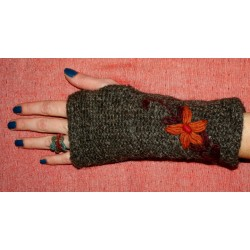 Woolen Gloves with Insulation from Nepal