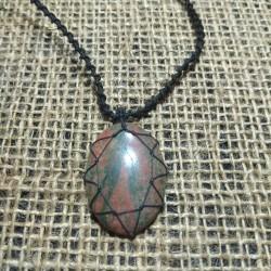 Unakita makrame pendant